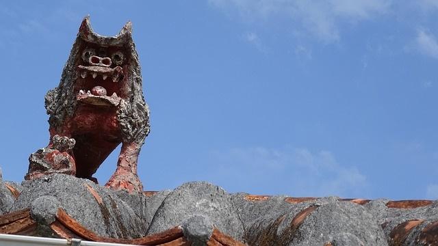 沖縄の家の屋根