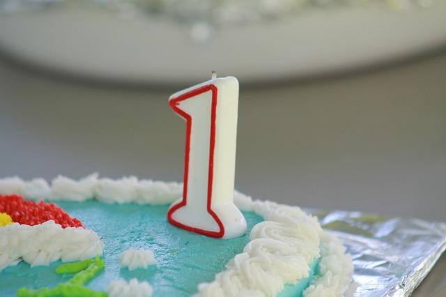 ケーキの上に1のロウソク