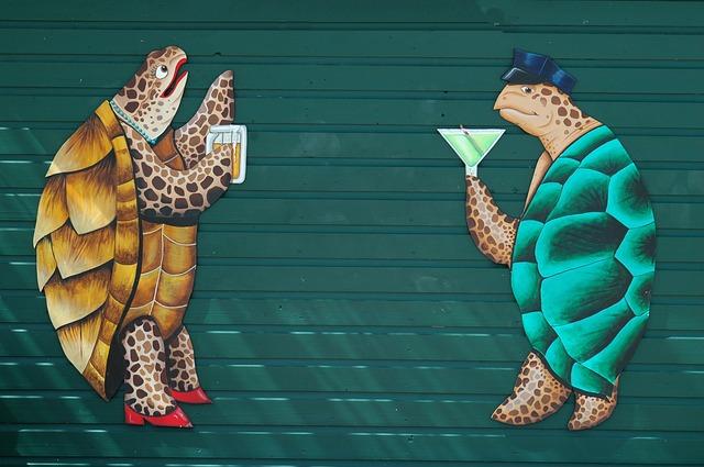 絵の亀2体がカクテルを持ちながら会話をしている