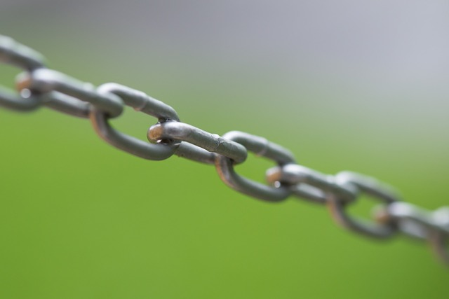 黒いストレートの鎖