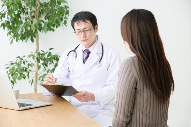男性医師と女性患者