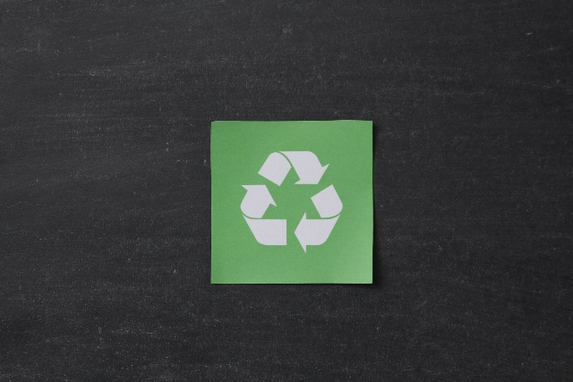 リサイクルマークが記載された付箋