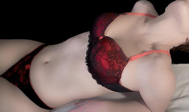 赤黒のブラジャー