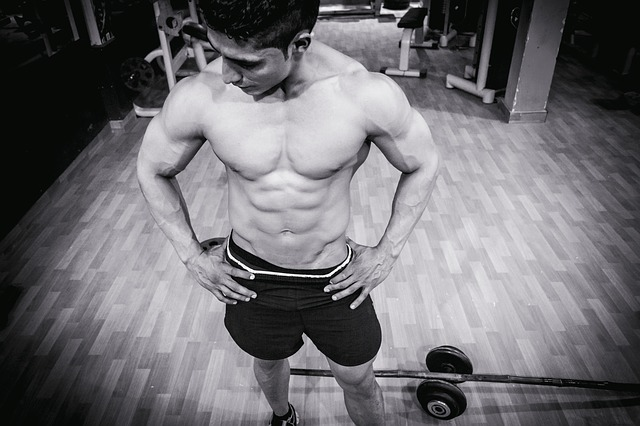 筋肉がムキムキな男性