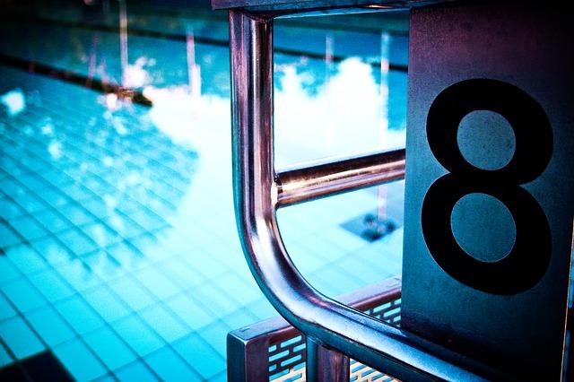 プールの8レーン