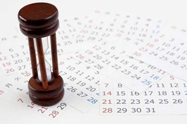茶色い砂時計とカレンダー