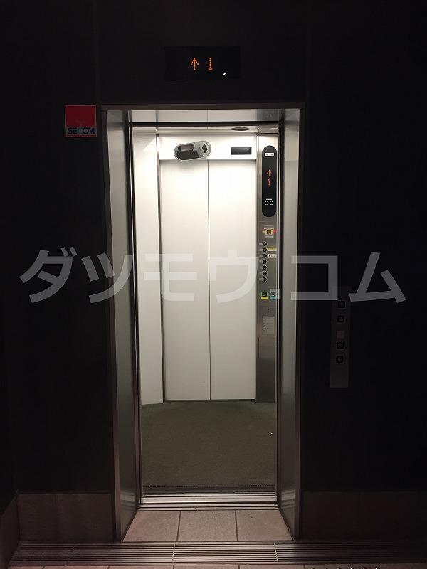 開くトイクリのエレベーター