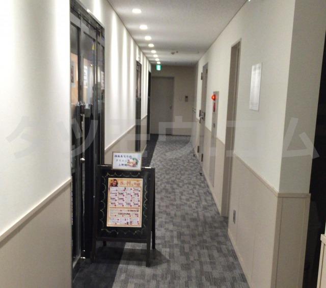 湘南美容クリニックの廊下入口
