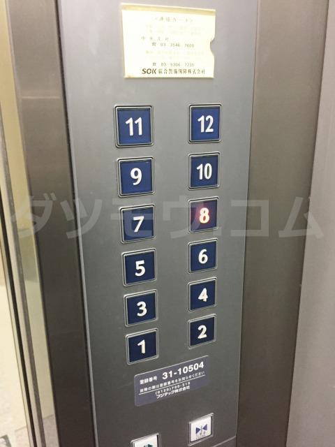 エレベーターの八階ボタン