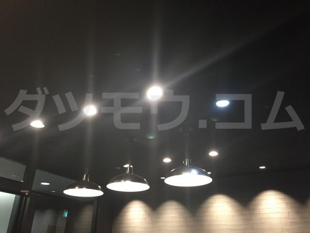 天井の三つのライト