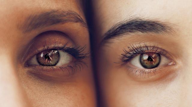 二人の眉毛