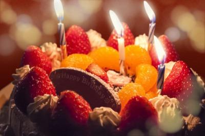 誕生日ケーキとロウソク