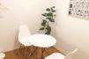 キレイモ(KIREIMO)福岡天神店の椅子と机