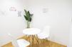 キレイモ(KIREIMO)銀座店の椅子と机