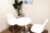 キレイモ(KIREIMO)吉祥寺店の椅子と机