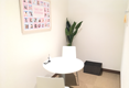 キレイモ(KIREIMO)溝の口駅前店の机と椅子