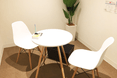 キレイモ(KIREIMO)大宮マルイ店の椅子と机