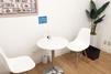 キレイモ(KIREIMO)梅田店の椅子と机