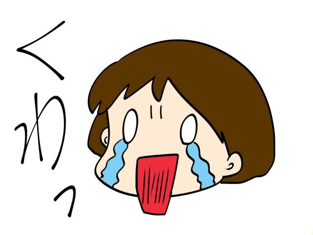 口を大きく開けて泣く女の子