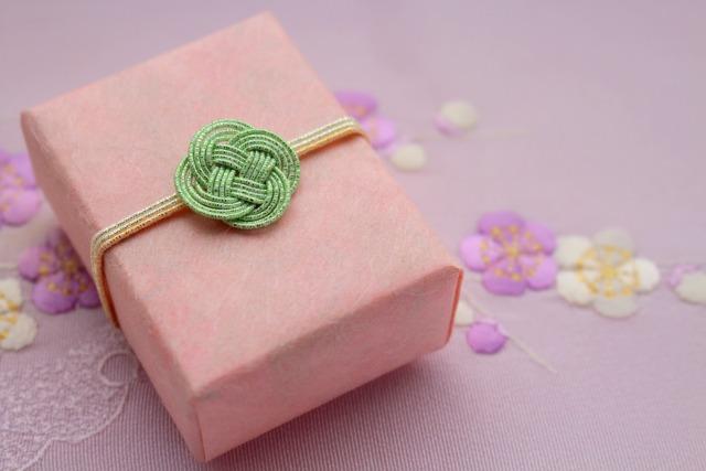 ピンク色のボックス