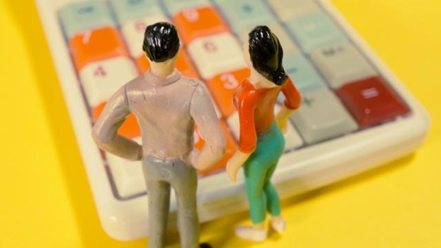 電卓と男女