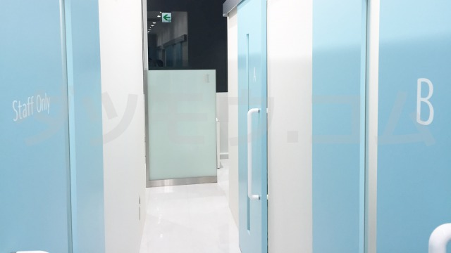 トイトイトイクリニックの施術室のドア