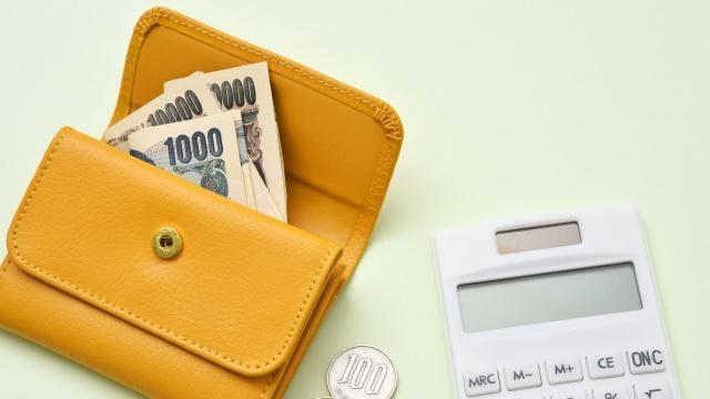 茶色い財布と電卓