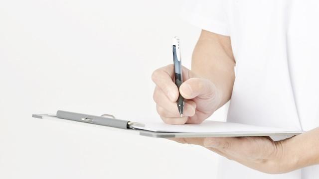 紙に何かを書く