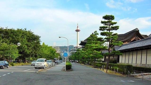 京都の烏丸通り