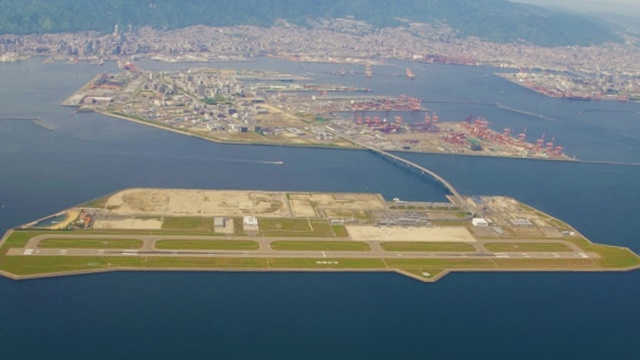 上空からの神戸空港