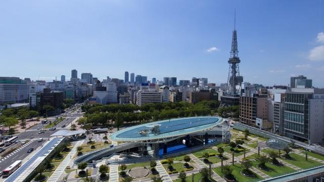 栄の名古屋テレビ塔とオアシス21