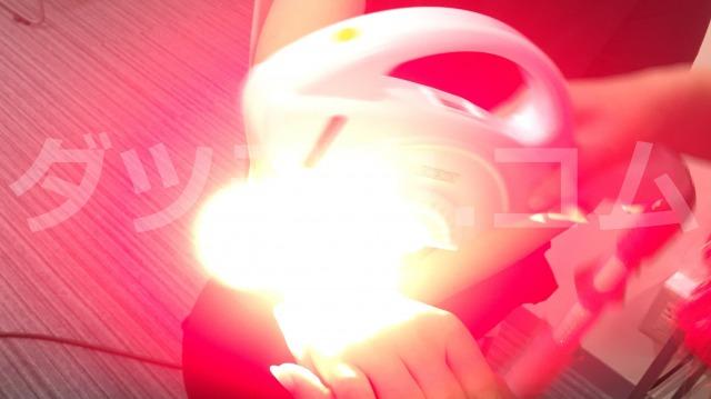 ストラッシュの脱毛器から赤い光