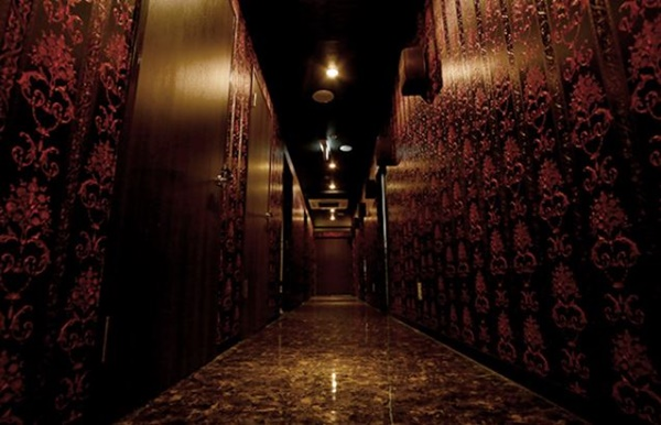 ローランドビューティーラウンジの廊下